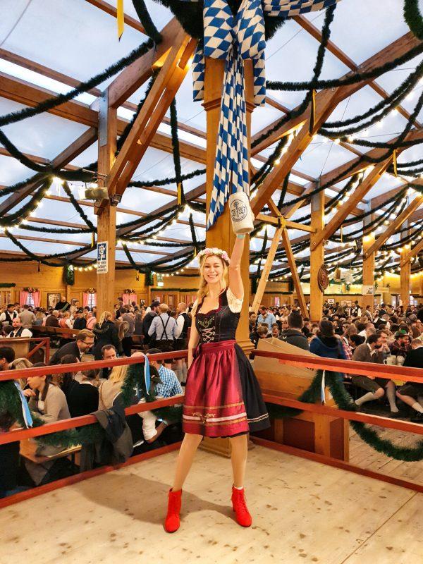Oide Wiesn Bierzelt auf dem Oktoberfest in München Deutschland whereismella
